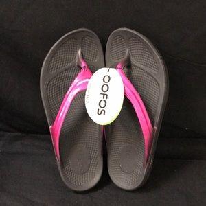 Like New OOFOS Women's Slipper size 8